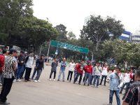 Copot Jaksa Agung Jika Jokowi Tak Ingin Terdegradasi, Ratusan Massa Geruduk Gedung Istana Negara