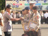 Kapolda Sulsel Beri Penghargaan 280 Anggotanya yang Berprestasi