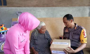 Aksi Seribu Rupiah Polres Enrekang, Beri Pengobatan Gratis dan Pemberian Sembako pada Warga