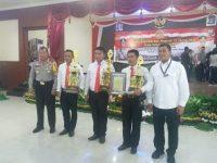 Kapolda Sulsel Beri Penghargaan Kepada Anggota Berprestasi Polres Enrekang