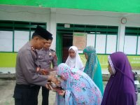 Kapolres Enrekang Berbagi Al-Qur'an untuk para Santri