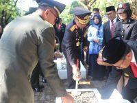 Warnai Hari Pahlawan, Kapolda Sulsel Ziarah dan Tabur Buka ke Taman Makam Panaikang