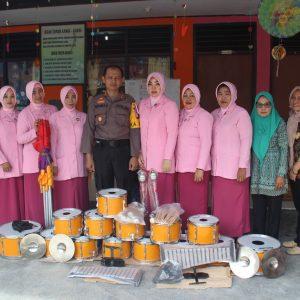 Di Bulan Suci Ramadan, Polres Enrekang Peduli Pendidikan dengan Memberikan Alat Drum Band TK Kemala Bhayangkari