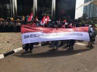 Usut Tuntas Pernyataan La Nyalla, Ratusan Massa Turun Jalan di Gedung KPK dan Bawaslu