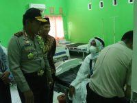 Sambut Kepulangan Jamaah Haji Kloter 1, Kapolda Sulsel Sempatkan Jenguk Jamaah Haji yang Sakit