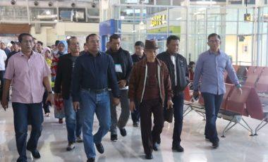 Momen Antar Keberangkatan Brigjen Risyapudin di Bandara Hasanuddin